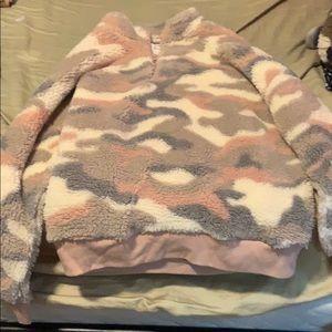 Women's camouflage crop-top